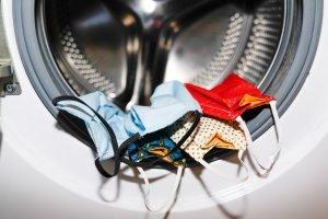 Durch Waschen Coronaviren effektiv loswerden